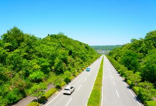 関西の風景 三木市郊外の自動車道路の写真素材 [FYI04639889]