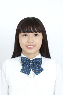 笑顔の女子学生の写真素材 [FYI04640063]