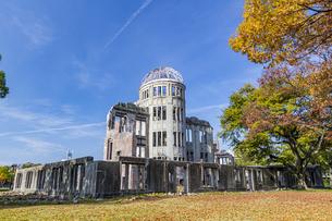 建物裏東側から臨む原爆ドームの写真素材 [FYI04641864]