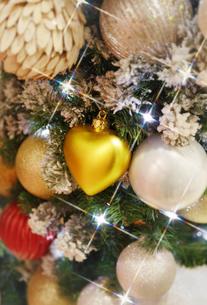 クリスマスツリーのオーナメントの写真素材 [FYI04642546]