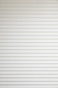 白いシャッターの背景の写真素材 [FYI04642562]