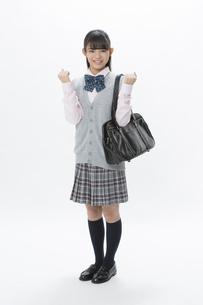 ガッツポーズをする女子校生の写真素材 [FYI04643411]