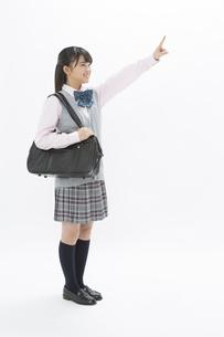 人差し指を立てる女子校生の写真素材 [FYI04643415]