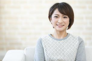 笑顔の日本人女性の写真素材 [FYI04643552]