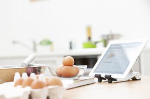 料理中のテーブルの写真素材 [FYI04643938]