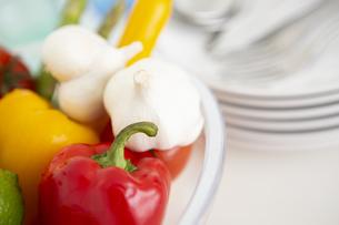 ボウルに入った野菜の写真素材 [FYI04643963]