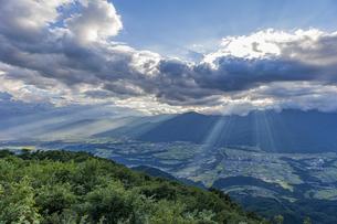 陣馬形山山頂から望む中央アルプスの写真素材 [FYI04644004]