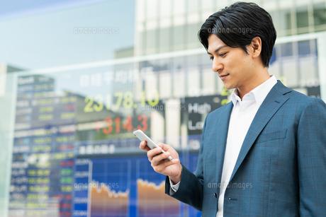 若いアジア人のビジネスマンの写真素材 [FYI04644839]