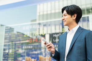 若いアジア人のビジネスマンの写真素材 [FYI04644841]
