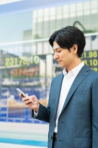 若いアジア人のビジネスマンの写真素材 [FYI04644842]