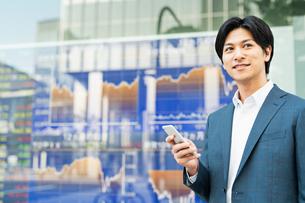 若いアジア人のビジネスマンの写真素材 [FYI04644843]
