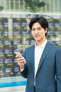 若いアジア人のビジネスマンの写真素材 [FYI04644847]