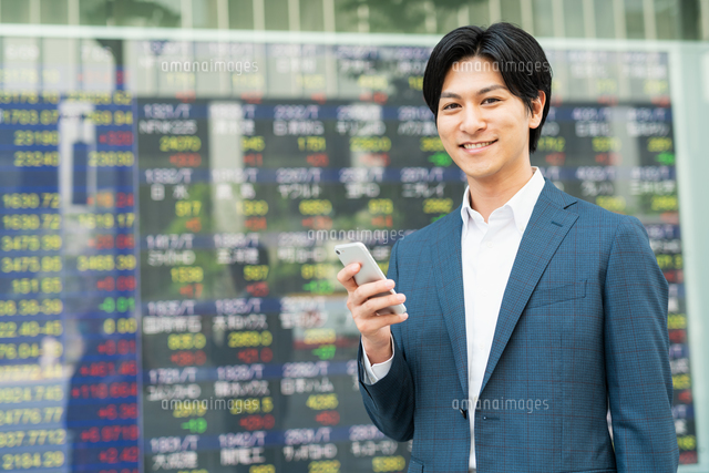 若いアジア人のビジネスマンの写真素材 [FYI04644848]