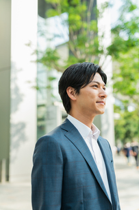 若いアジア人のビジネスマンの写真素材 [FYI04644854]