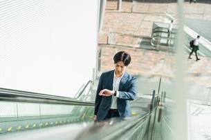 若いアジア人のビジネスマンの写真素材 [FYI04644868]
