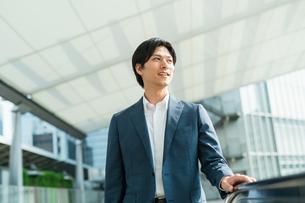 若いアジア人のビジネスマンの写真素材 [FYI04644869]