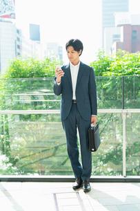 若いアジア人のビジネスマンの写真素材 [FYI04644888]