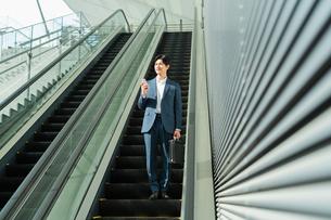 若いアジア人のビジネスマンの写真素材 [FYI04644904]