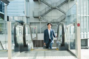 若いアジア人のビジネスマンの写真素材 [FYI04644914]