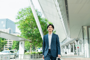若いアジア人のビジネスマンの写真素材 [FYI04644922]