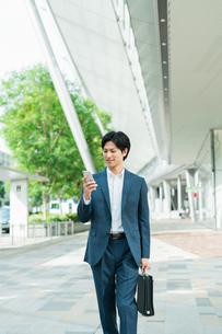 若いアジア人のビジネスマンの写真素材 [FYI04644924]