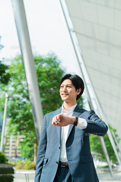 若いアジア人のビジネスマンの写真素材 [FYI04644932]