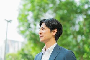 若いアジア人のビジネスマンの写真素材 [FYI04644938]