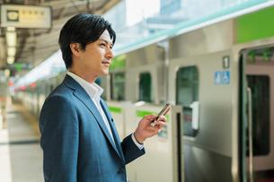 若いアジア人のビジネスマンの写真素材 [FYI04644946]