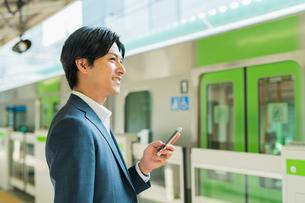 若いアジア人のビジネスマンの写真素材 [FYI04644948]