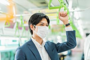 若いアジア人のビジネスマンの写真素材 [FYI04644976]