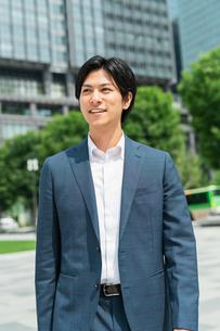 若いアジア人のビジネスマンの写真素材 [FYI04645110]