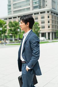 若いアジア人のビジネスマンの写真素材 [FYI04645112]