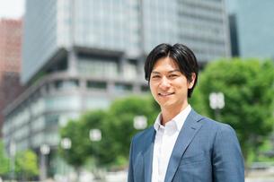 若いアジア人のビジネスマンの写真素材 [FYI04645142]