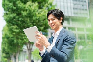 若いアジア人のビジネスマンの写真素材 [FYI04645156]