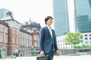 若いアジア人のビジネスマンの写真素材 [FYI04645161]