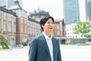 若いアジア人のビジネスマンの写真素材 [FYI04645162]