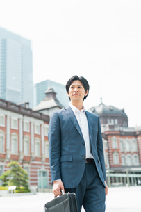 若いアジア人のビジネスマンの写真素材 [FYI04645165]