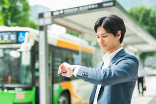 若いアジア人のビジネスマンの写真素材 [FYI04645175]