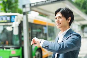 若いアジア人のビジネスマンの写真素材 [FYI04645179]