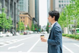 若いアジア人のビジネスマンの写真素材 [FYI04645183]