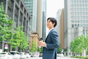 若いアジア人のビジネスマンの写真素材 [FYI04645184]