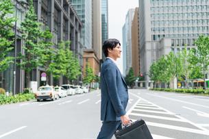 若いアジア人のビジネスマンの写真素材 [FYI04645188]