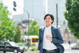 若いアジア人のビジネスマンの写真素材 [FYI04645230]