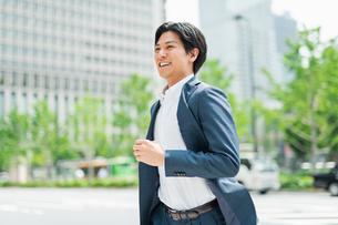 若いアジア人のビジネスマンの写真素材 [FYI04645231]