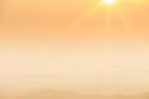 美ヶ原高原美術館付近から望む朝の佐久方向の雲海の写真素材 [FYI04645286]