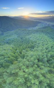 十観山から望む浅間山から昇る朝日の写真素材 [FYI04645323]