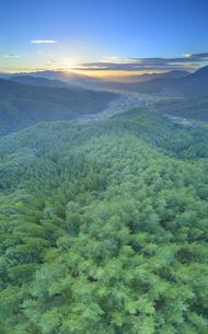 十観山から望む浅間山から昇る朝日の写真素材 [FYI04645326]