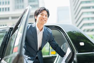 若いアジア人のビジネスマンの写真素材 [FYI04645328]