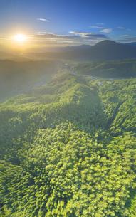 十観山から望む夫神岳と朝日の写真素材 [FYI04645330]