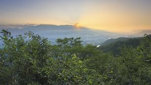 小牧城跡から望む浅間山から昇る朝日の写真素材 [FYI04645333]